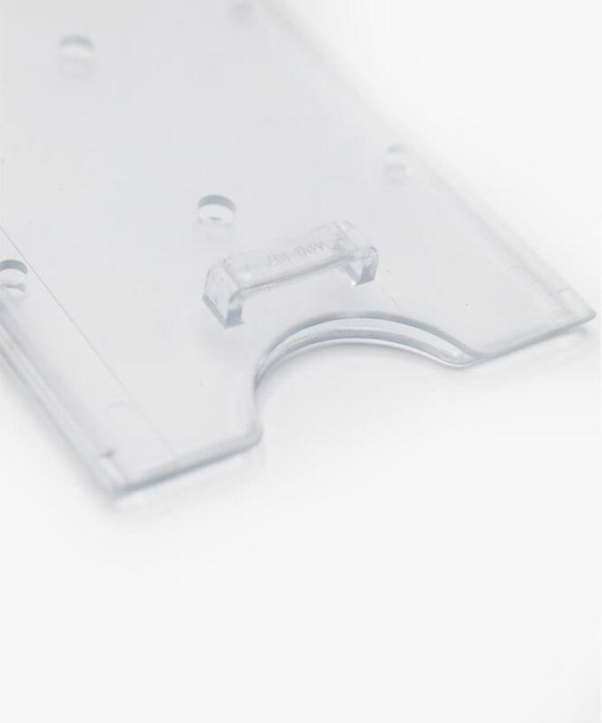 Porte-badge rigide transparent avec attache verticale système attache