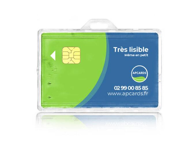 Porte-badge rigide transparent sécuritaire avec ergot de blocage mis en situation
